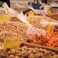 Halbinsel Sithonia - Nüsse auf dem Markt von Nikiti