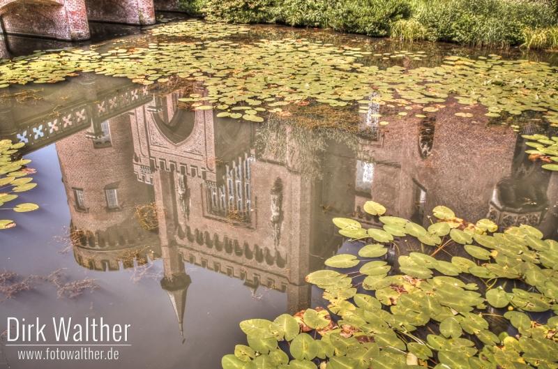 Spiegelung von Schloss Moyland