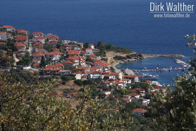 Inland von Chalkidiki - Blick auf ein typisches Küstendorf
