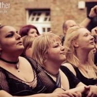 Fans beim Auftritt von A Life Divided