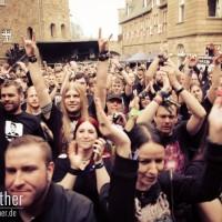 Fans beim Auftritt von Ensiferum