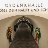 Zugang zur Gedenkhalle