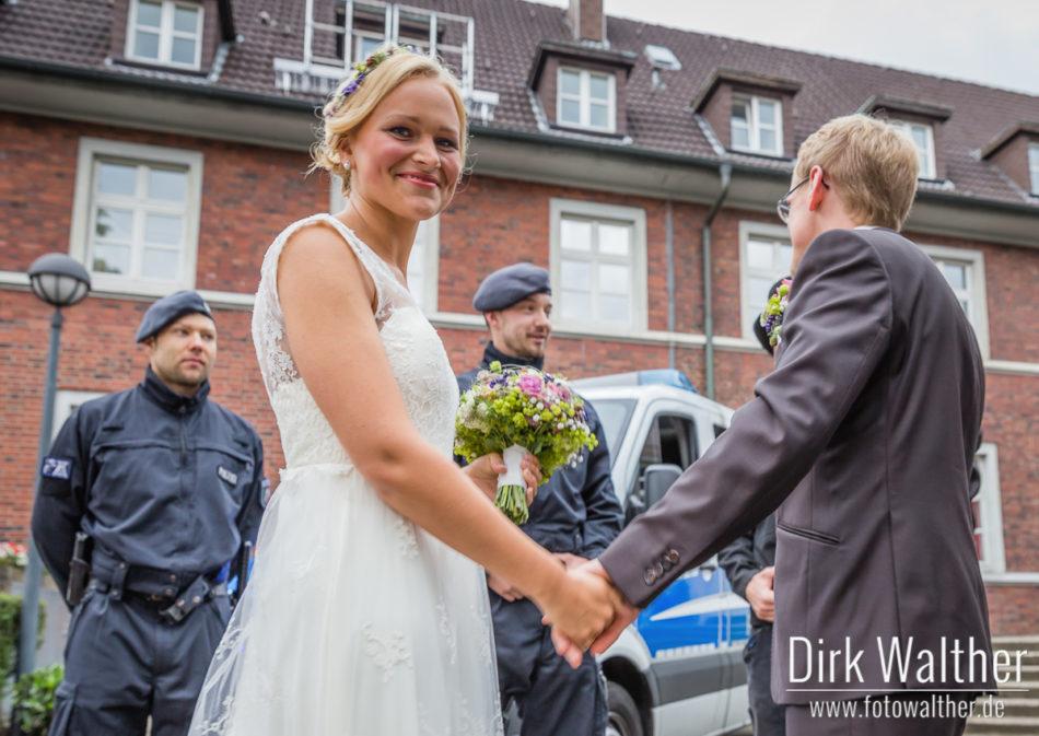 Hochzeit Pia & Alex - Die Polizei als Gratulant