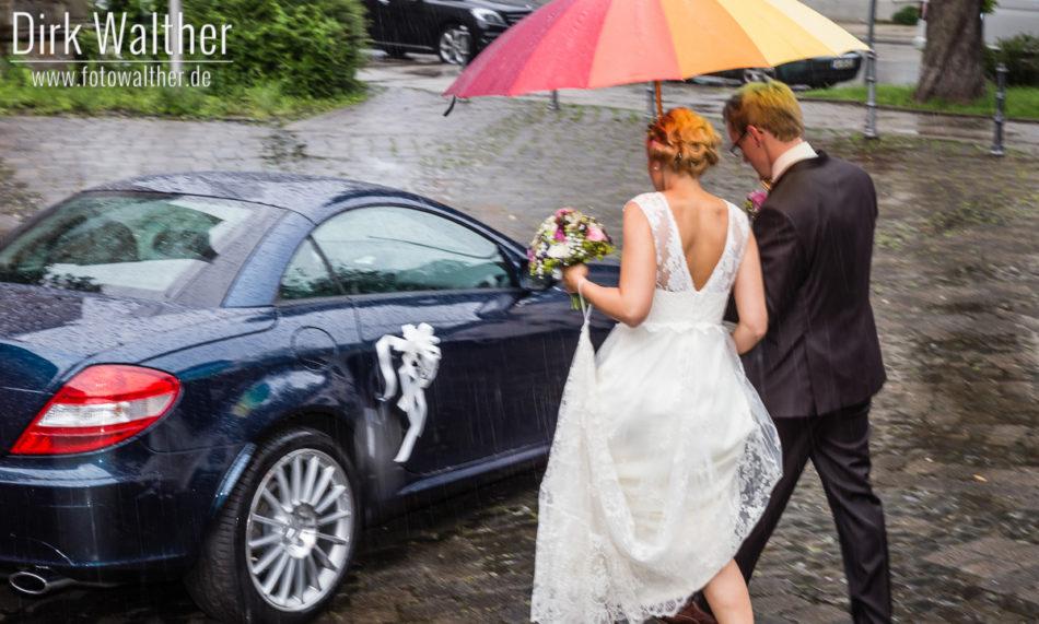 Hochzeit Pia & Alex - Schnappschuss im Regen